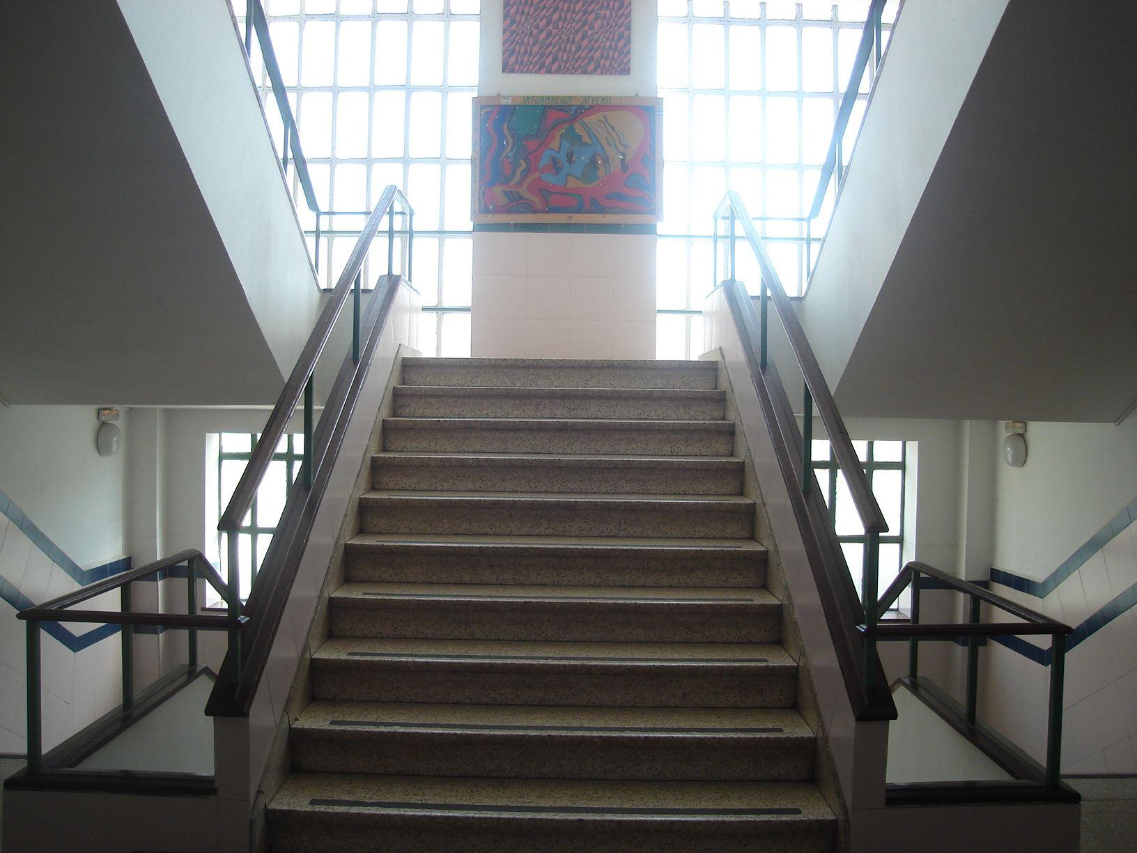 Escalera principal izquierda