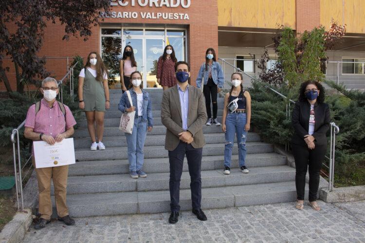 Alumnas del IES Martínez Montañés recogen el premio del III Vídeo-Concurso 'Programar en Igualdad'